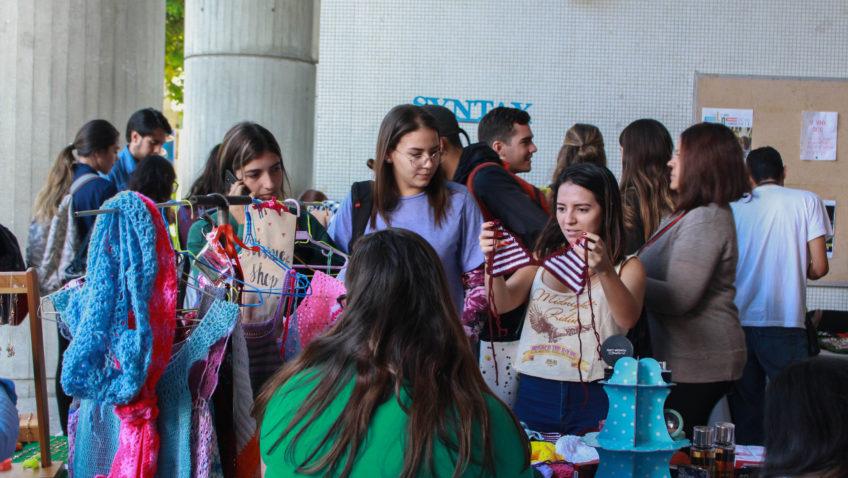 Bazar navideño ucabista ofrece regalos a precios accesibles