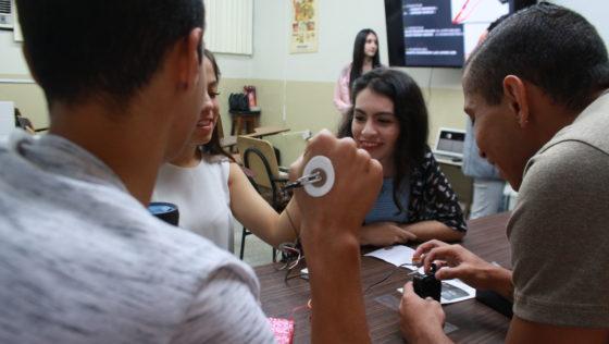 Escuela de Psicología mostró avances en modernización de sus laboratorios