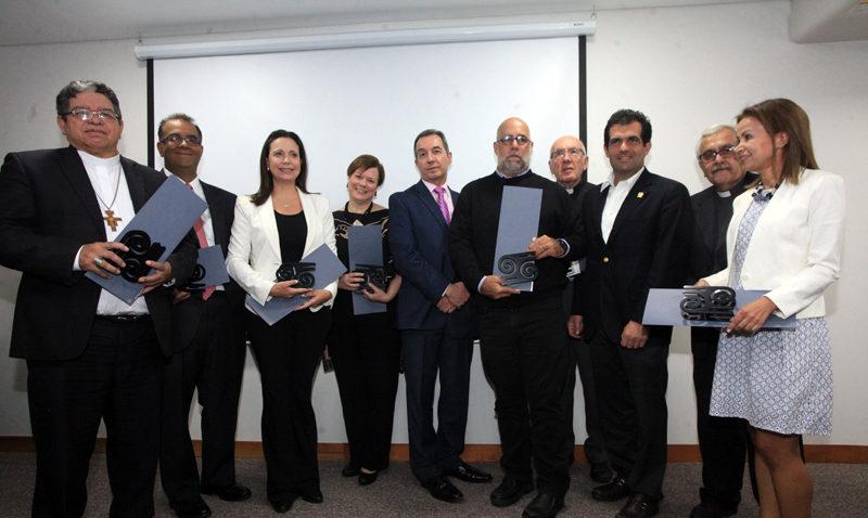 """Centro de Estudios Políticos de la UCAB entregó premio """"Valores Democráticos"""""""