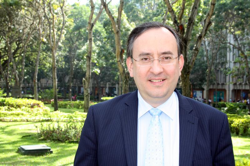 Otorgan premio internacional de Derecho al profesor ucabista Jesús María Casal