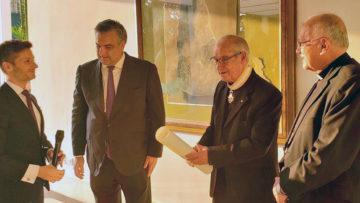 Embajada de España condecoró a Luis Ugalde