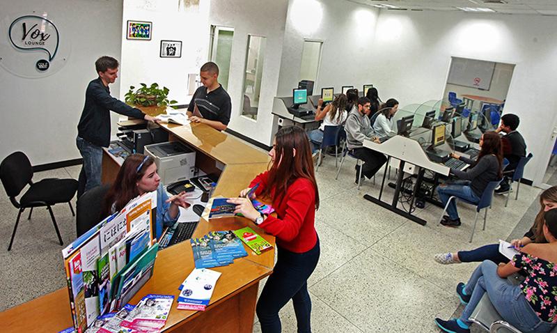 El CDLE estrena Vox Lounge: innovadora sede para aprender idiomas en la universidad