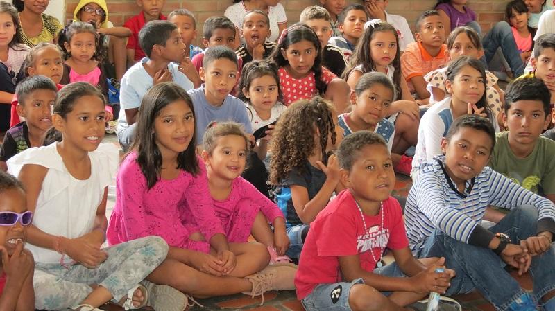 Toma cultural UCAB alegró a niños de La Vega