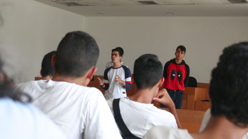 Ucabistas enseñan a jóvenes de La Vega la importancia del Derecho