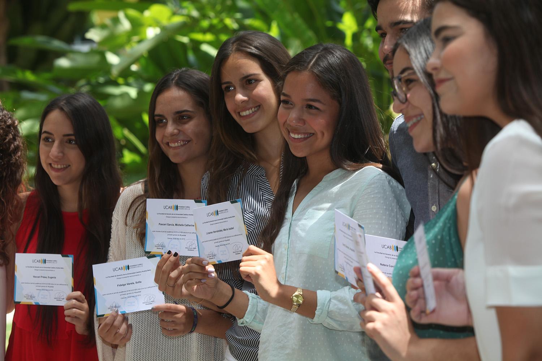 La Facultad de Derecho reconoció el esfuerzo de sus estudiantes destacados