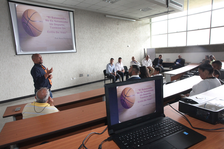 Dirección de Deportes de la UCAB impulsa programa de becas para jugadores de básquetbol