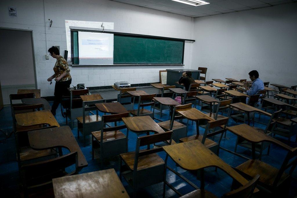 Agonía y resurgir escolar