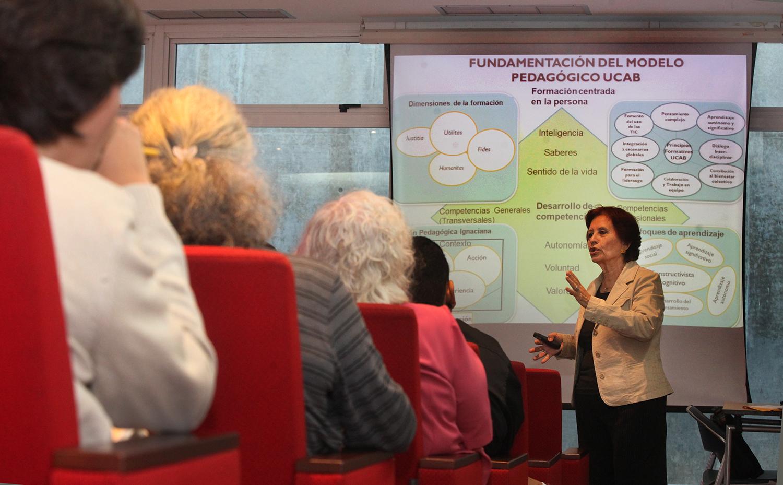 Profesores debatieron sobre el nuevo modelo pedagógico de la UCAB