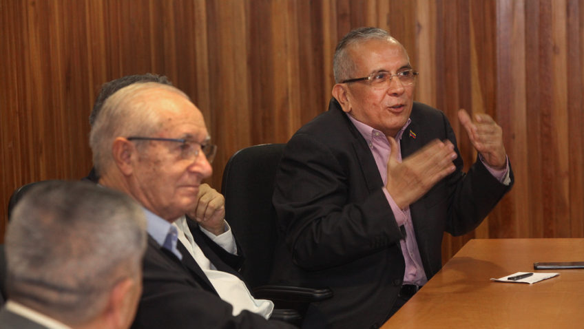 Luis Ugalde presentó libro de Rodrigo Cabezas sobre crisis de la izquierda latinoamericana