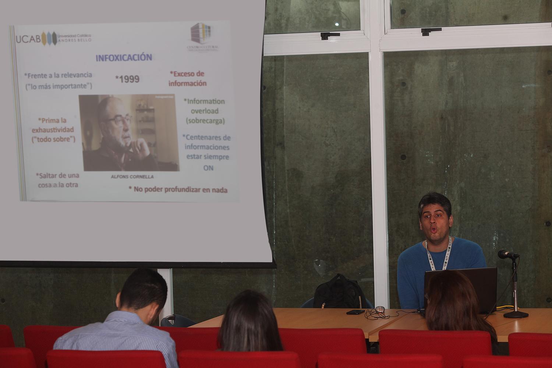 Escuela de Derecho ofreció herramientas a estudiantes que participan en competencias de debate