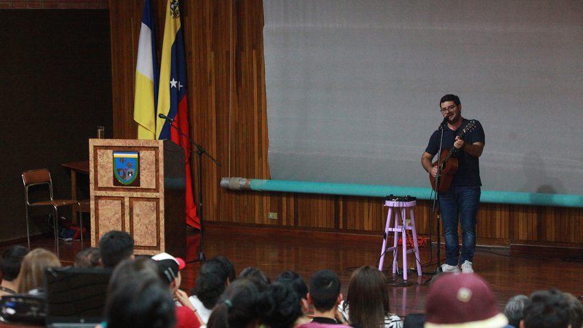 Becarios de la UCAB disfrutaron actividad con el comediante Ricardo Del Búfalo (+video)