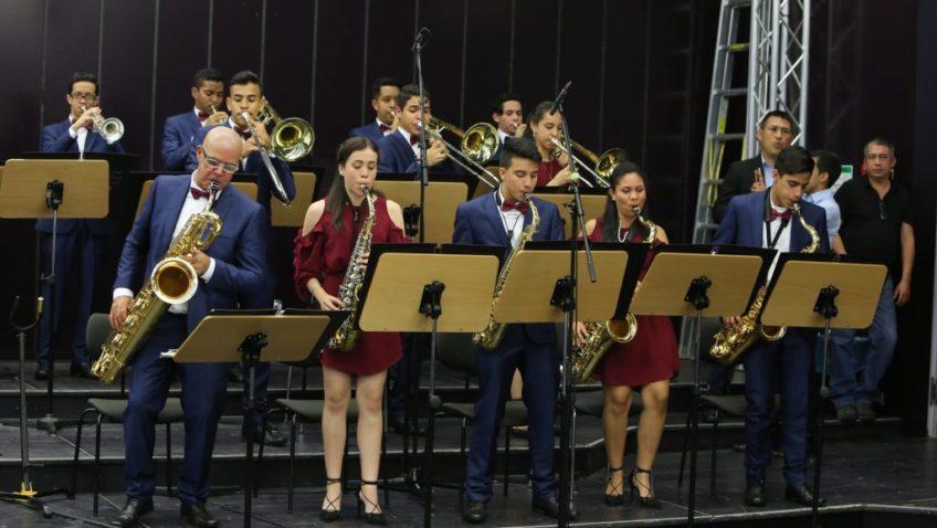 Orquesta Latinocaribeña le cantó cumpleaños a la UCAB (+video)