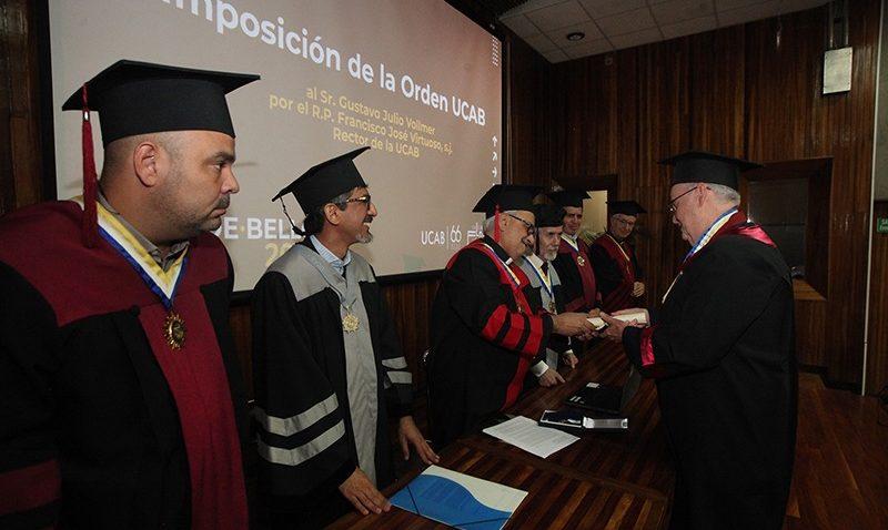 La UCAB conmemoró Día de Andrés Bello y otorgó su máxima distinción al empresario Gustavo Vollmer