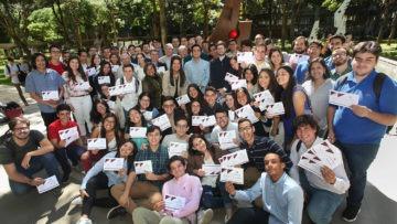 Casi 100 estudiantes y profesores fueron distinguidos por la Escuela de Economía
