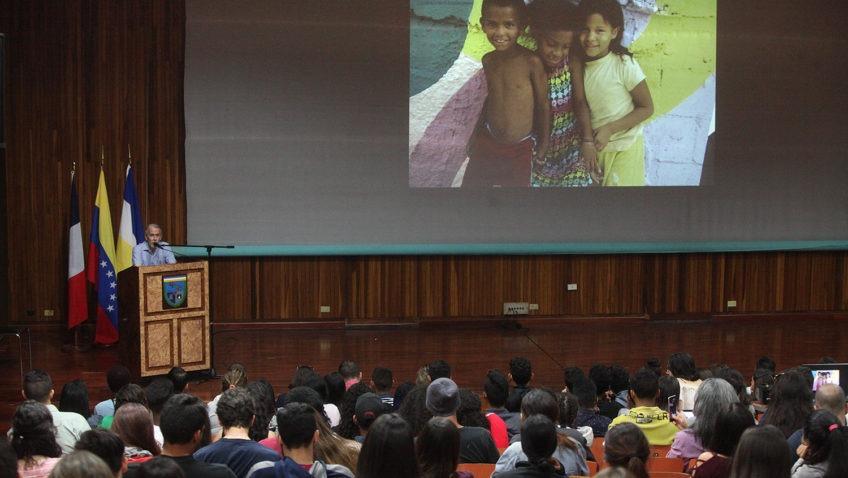 Proyecto artístico de la Embajada de Francia cerró Semana de la Comunicación Social UCAB