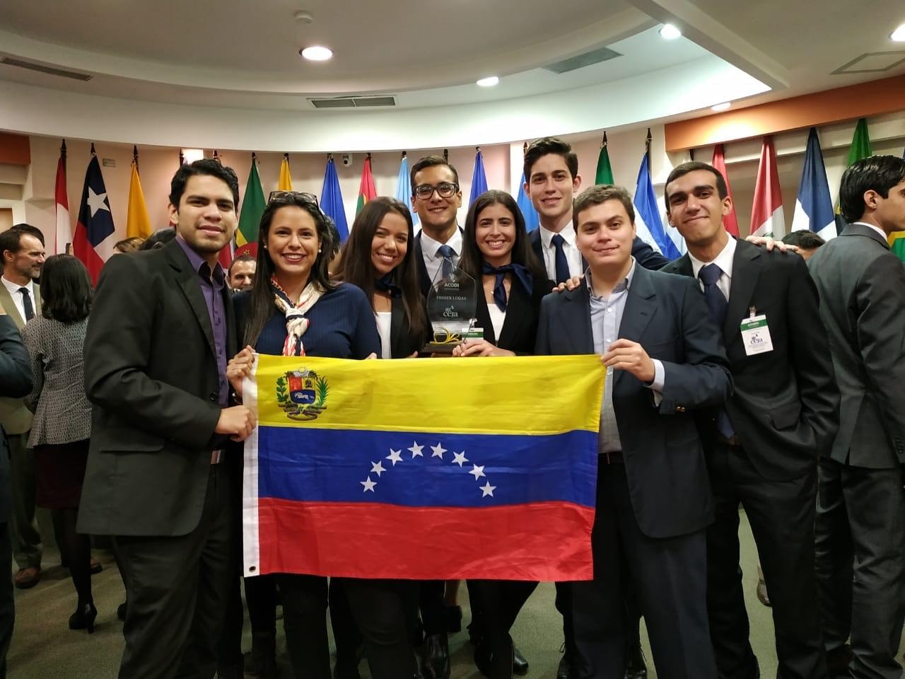 Nueva victoria ucabista: estudiantes triunfaron en concurso internacional de DDHH