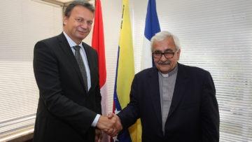 UCAB y Embajada de Suiza suscribieron convenio para atender a jóvenes venezolanos
