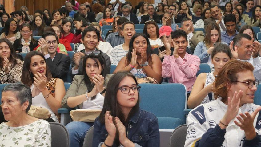 Facultad de Humanidades y Educación reconoció labor de estudiantes y profesores
