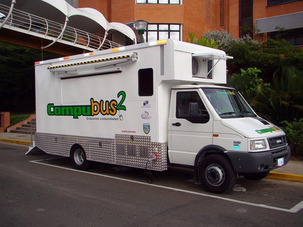 El Compubús de UCAB Guayana sigue movilizándose para ofrecer ayuda comunitaria