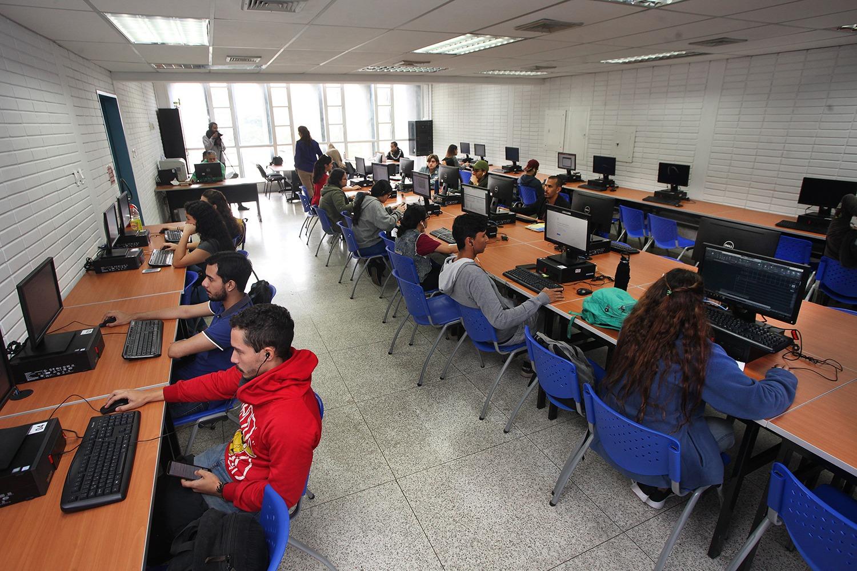 La UCAB estrenó modernos laboratorios de computación