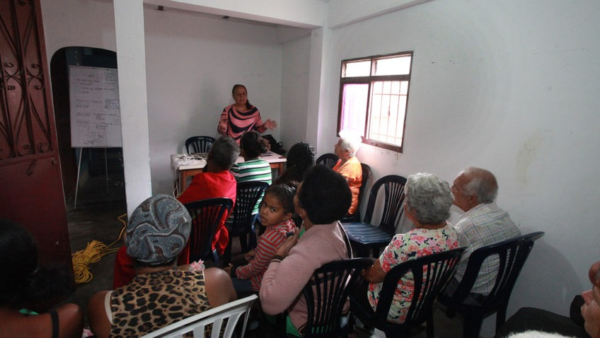 Devolver el protagonismo a las comunidades es parte de la propuesta superadora de la crisis