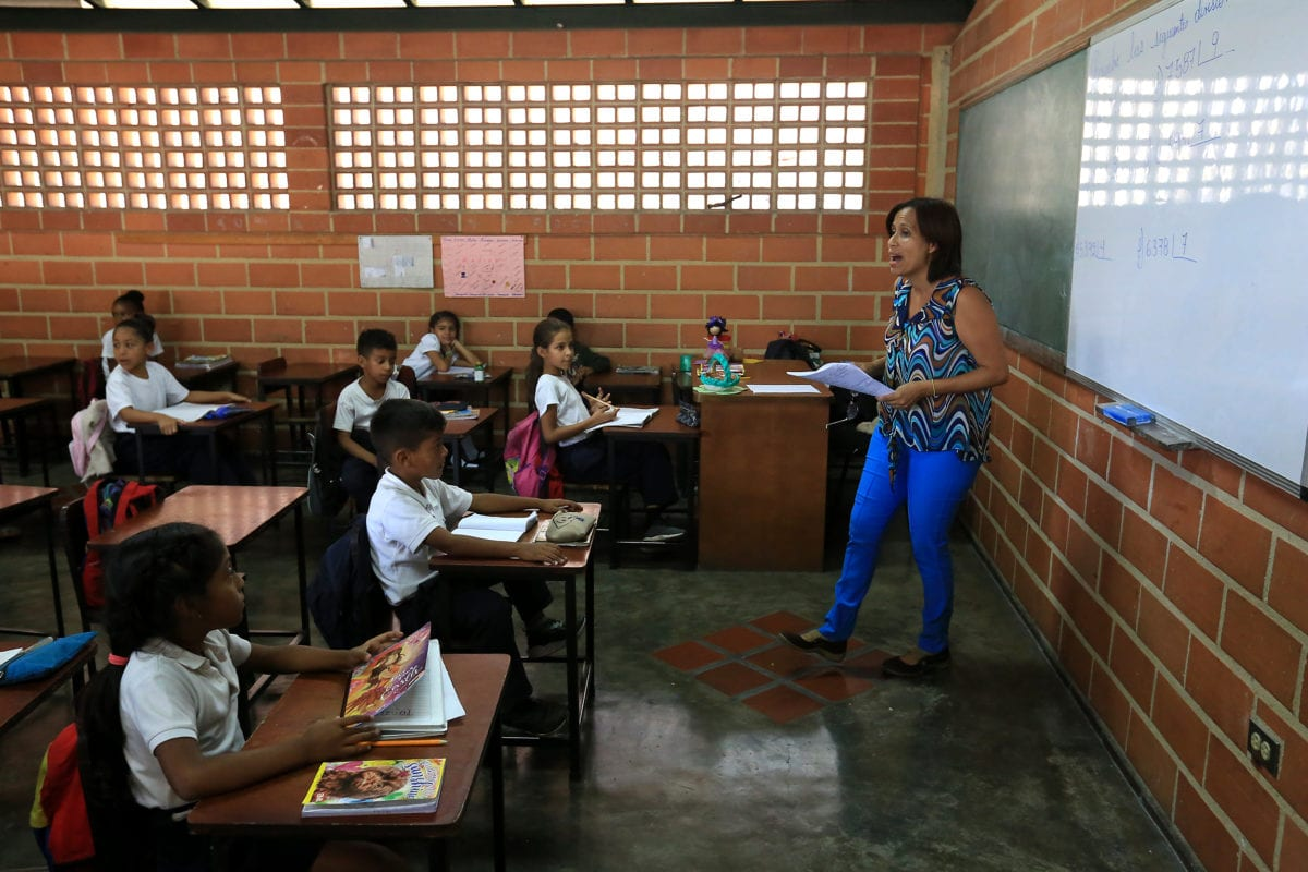 Del Estado docente a la sociedad educadora