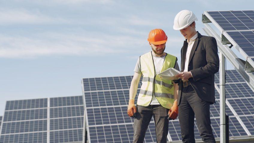 El CIAP-UCAB innova con curso de instalación de generadores eólicos y fotovoltaicos