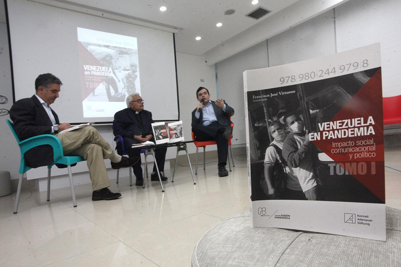 """La UCAB registró en nuevo libro el """"terrible"""" año de pandemia en Venezuela"""