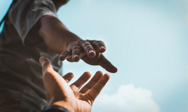En todo amar y servir: una poderosa fuente para transformar nuestra sociedad | Por Luis Ugalde